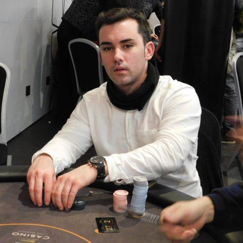 Jorge Castells pasa como chipleader del día 1B