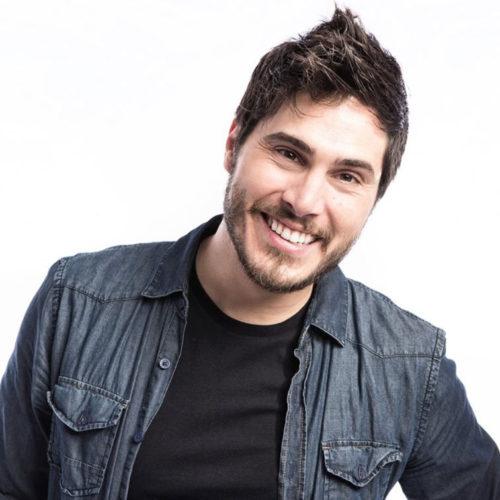 Álex Martínez es monologuista, imitador y músico ¿Qué más puedes pedir?