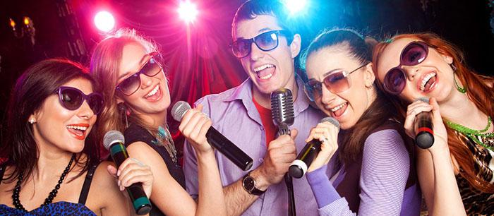 super cenas con karaoke